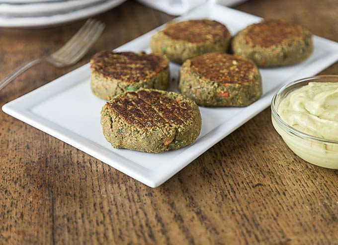 Spicy curry lentil burgers with a creamy rich avocado yogurt sauce kicked up with a little chili powder. #vegetarian | ethnicspoon.com