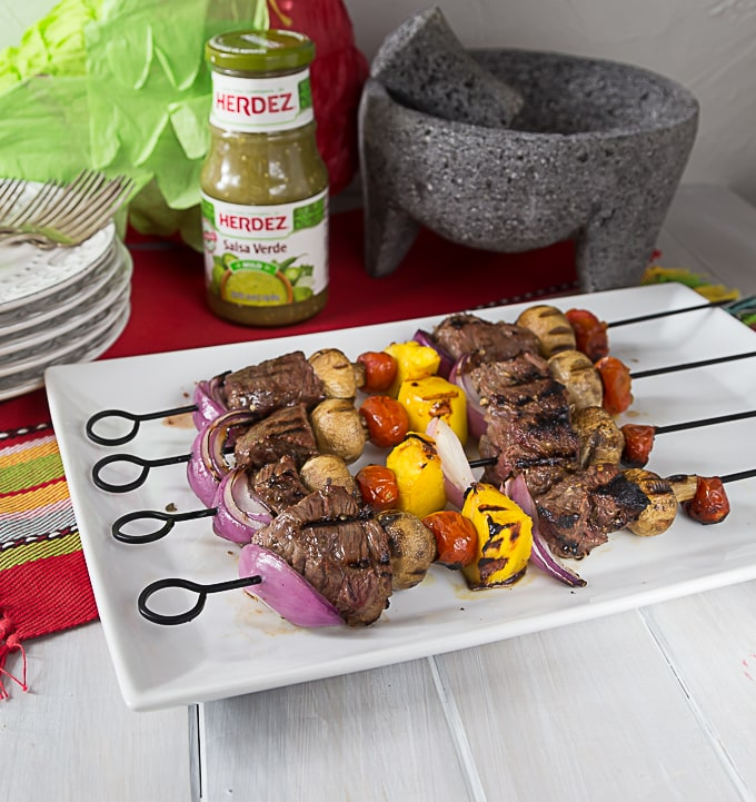 Grill some juicy tender beef kebabs with a Latin twist! Marinated in HERDEZ® Salsa Verde, garlic, nutmeg, salt & oregano. | ethnicspoon.com
